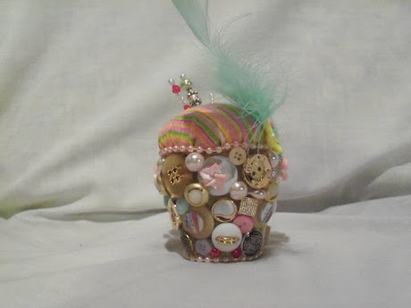 Button pin cushion