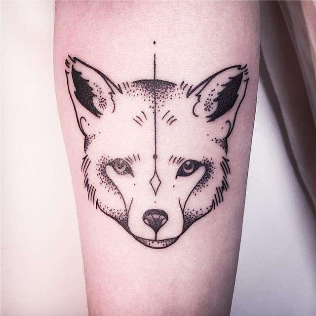 Tatuagens Femininas Linework e Pontilhismo Raposa Tattoo Melina Wendlandt