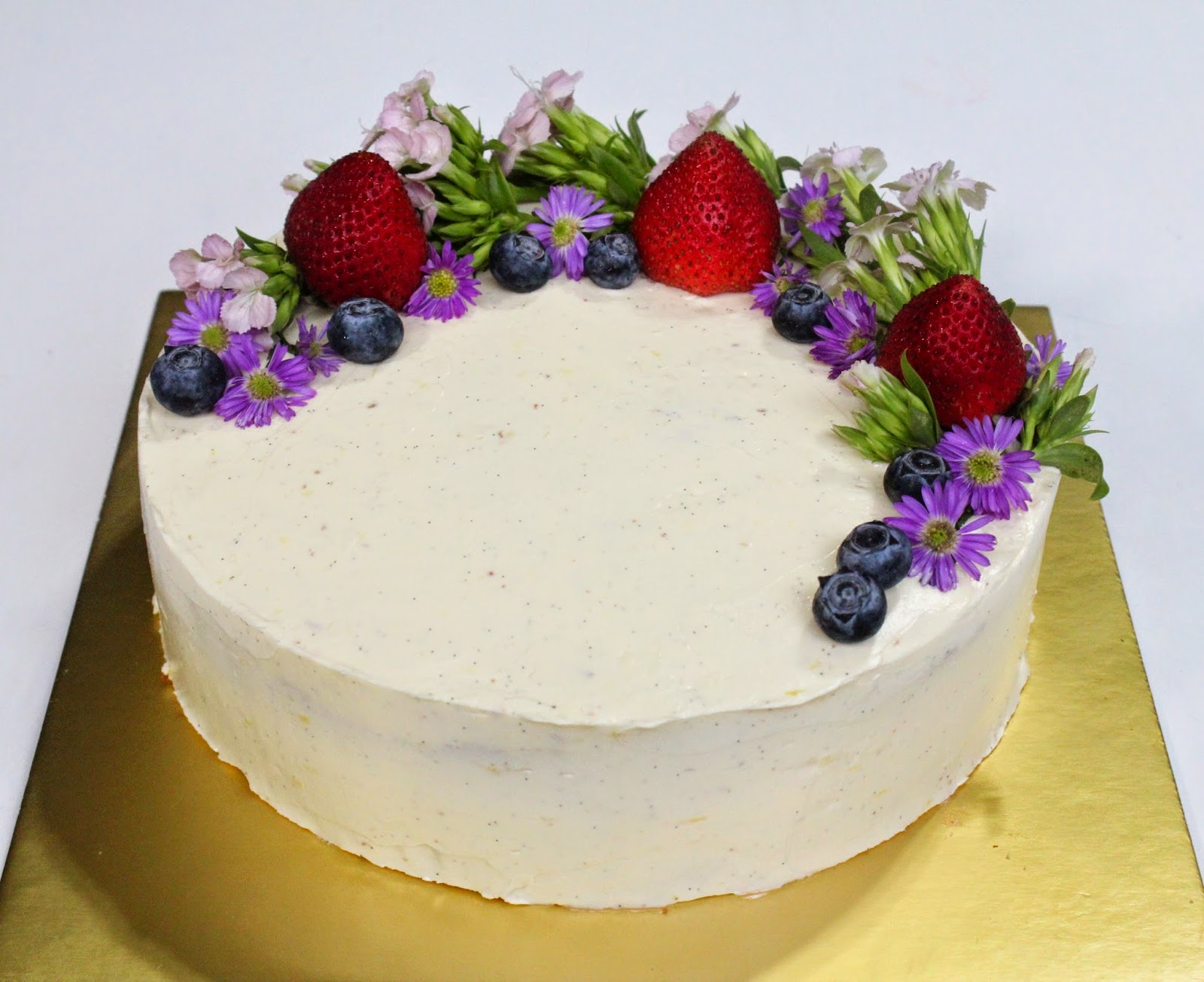 Cake Decorating Ideas Fresh Flowers : Honey Bee Sweets: Earl Grey Lavender Cake with Lemon ...