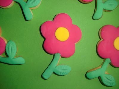 biscotti al burro a forma di colorati fiorellini
