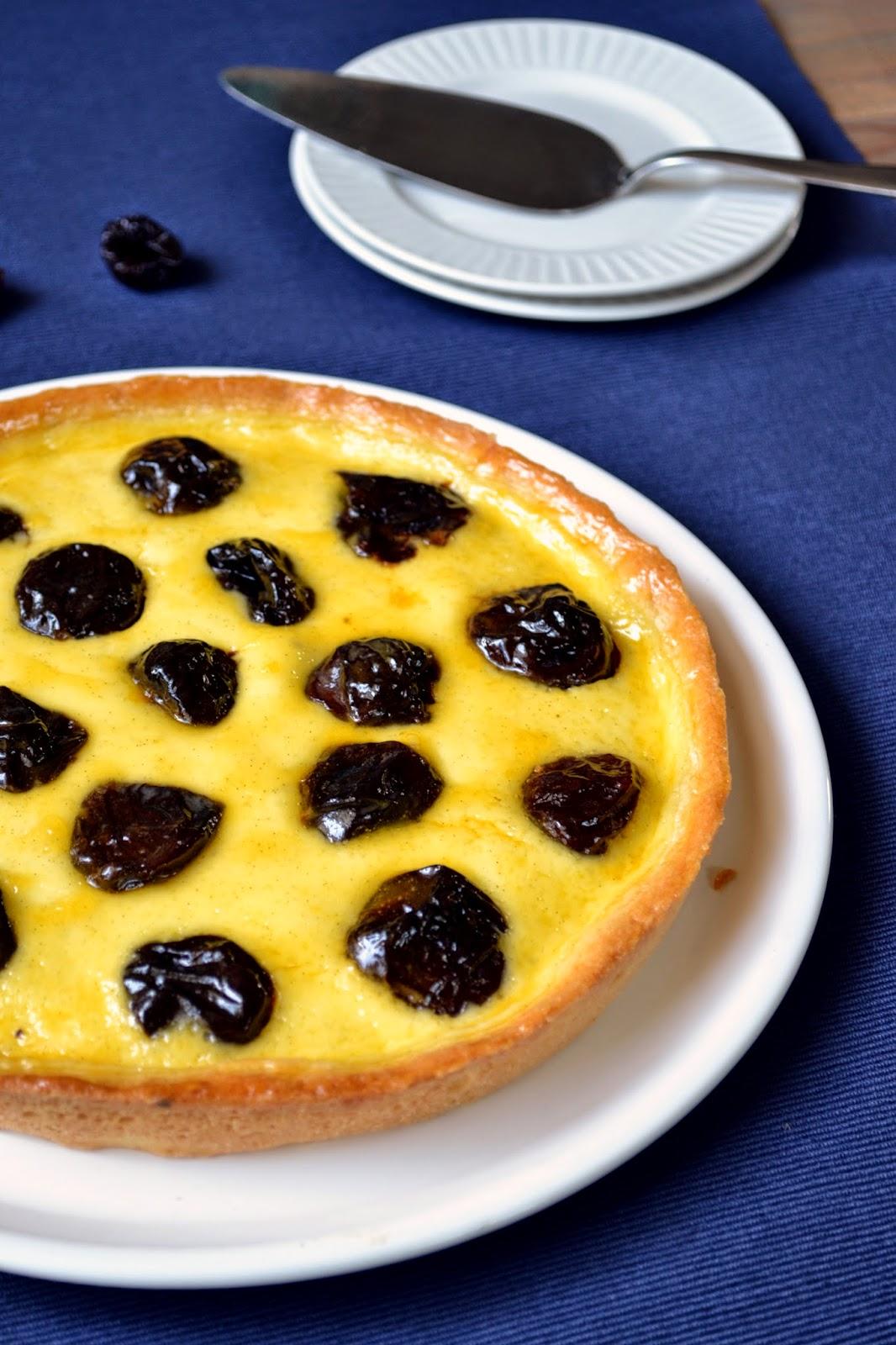Dutchie Baking: Dried Plum Tart with Crème Fraîche Filling