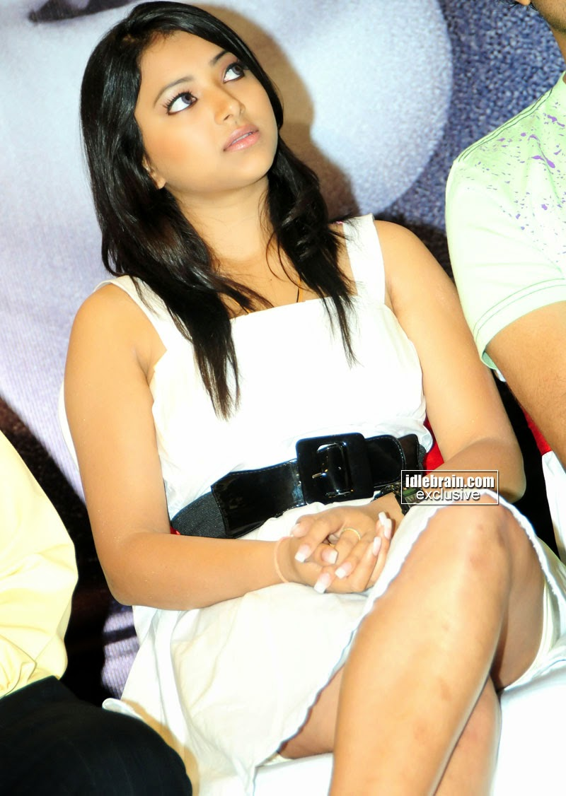 tamil actress crossed legs