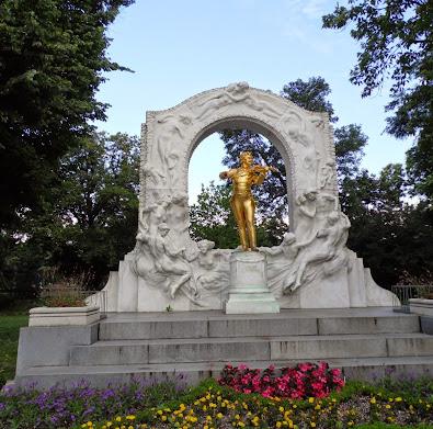 Stadtpark'ta Johann Strauss anıtı