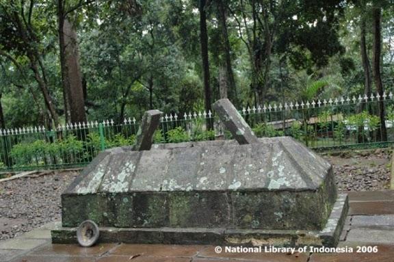 Sejarah Candi Cangkuang Garut - Makam Kuno