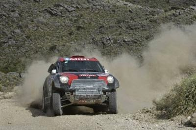 Nasser Al-Attiyah castiga etapa a doua a Raliului Dakar 2015