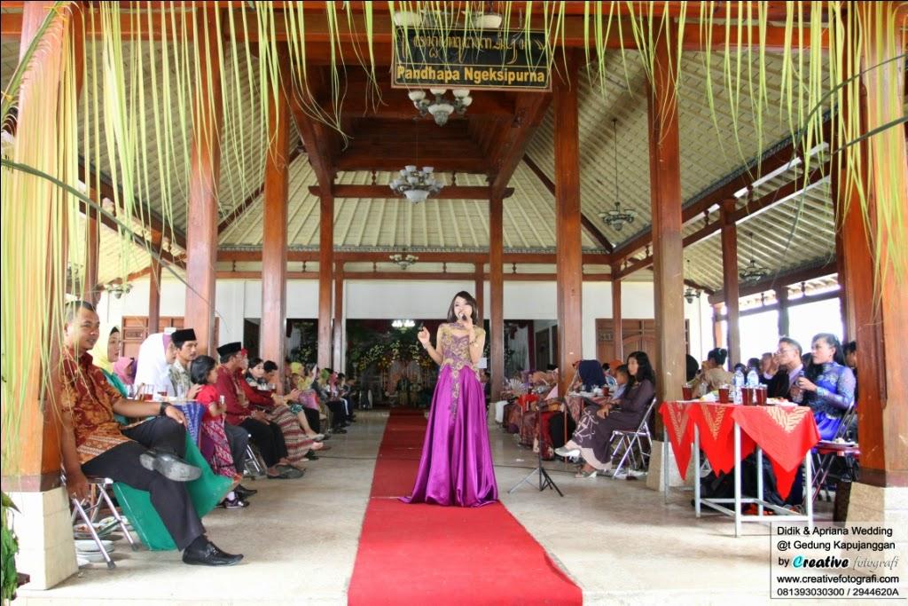 foto wedding pengantin adat jawa modern di gedung