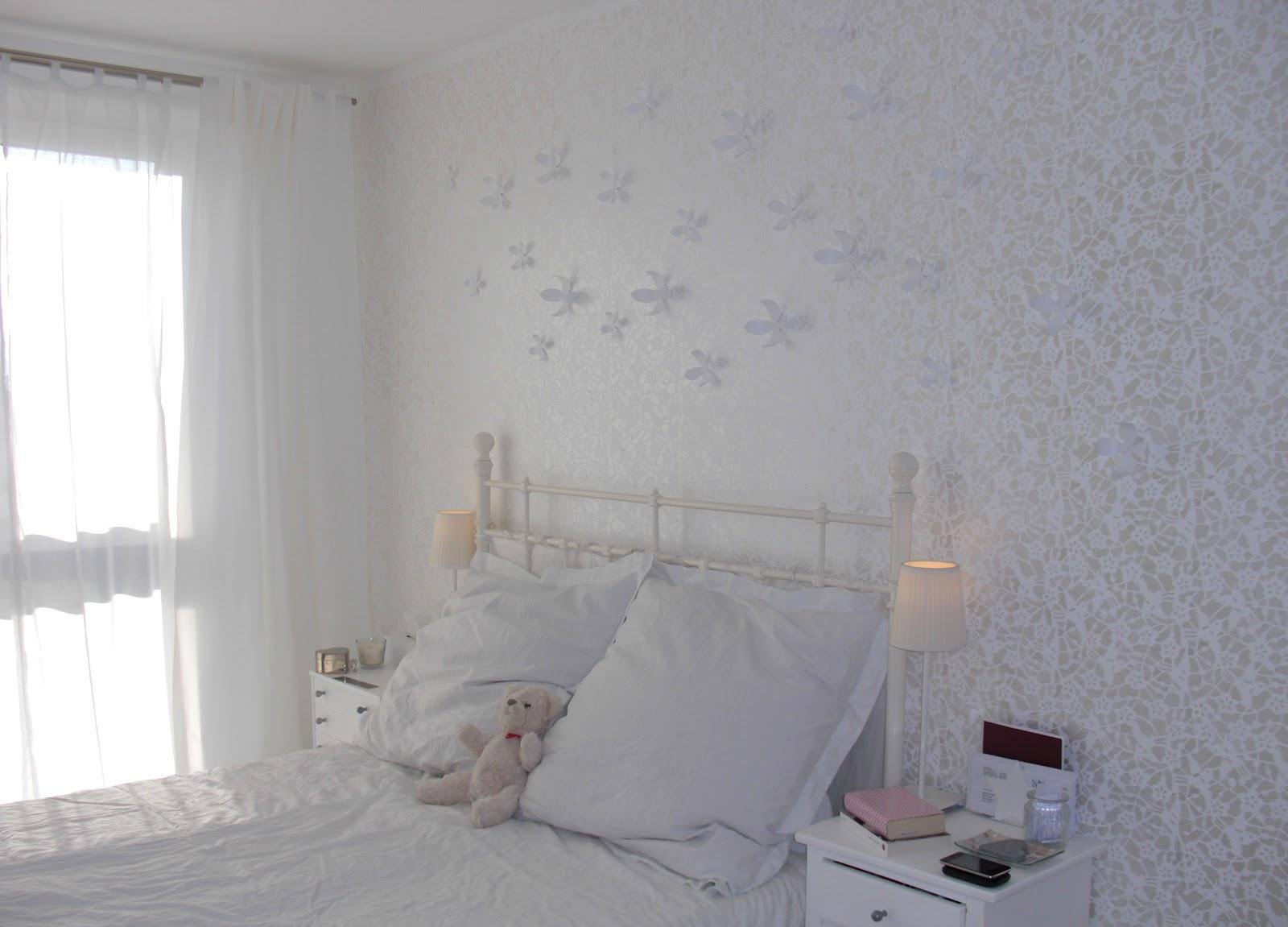 5+schlafzimmerwand+schabloniert+und+mit+umbra+wallflower