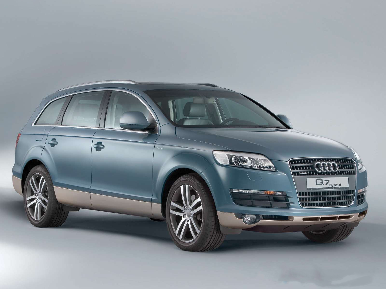 Audi q7 hybrid front view
