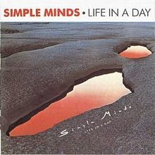 Waar bandnaam Cocteau Twins vandaan komt - Simple_Minds_-_Life_In_A_Day-front
