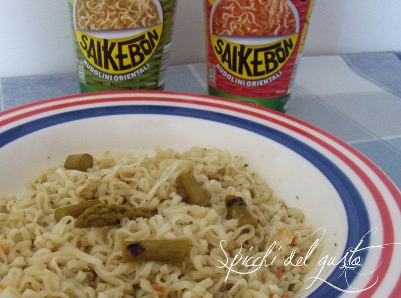 Saikebon nudolini orientali ricchi di gusto