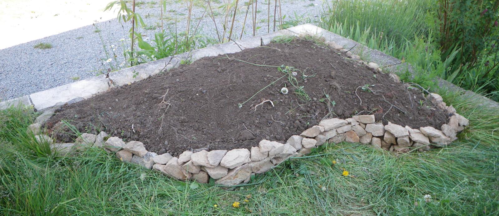 Le jardin d 39 alieska for Amenagement jardin avec butte