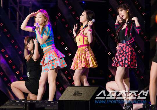 [Press Pictures] 130530 Taeyeon, Tiffany an Seohyun at JTBC Hightech Industry Job Creation Concert