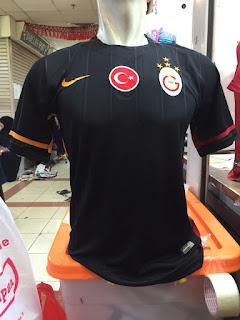 gambar desain terbaru liga turki galasataray foto photo kamera Jersey Galasataray away warna hitam Nike terbaru musim 2015/2016 di enkosa sport toko online terpercayua