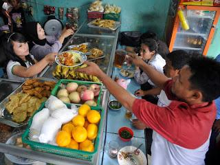 Makanan Khas Indonesia – Cara Berjualan Makanan Di Indonesia warteg