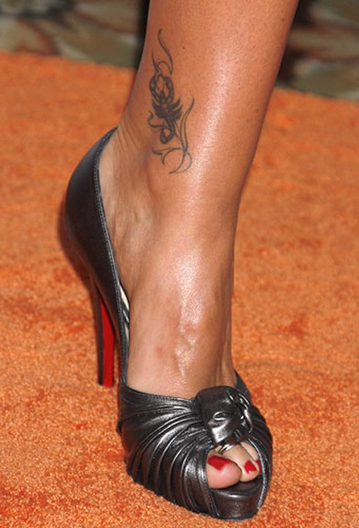 Daisy ankle tattoo for girls tattoo ideas for Tattoos for ankles