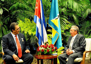 Raúl Castro y el Primer Ministro de Santa Lucía.