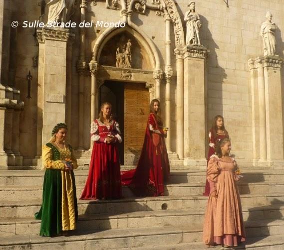 Ragazze in abito storico