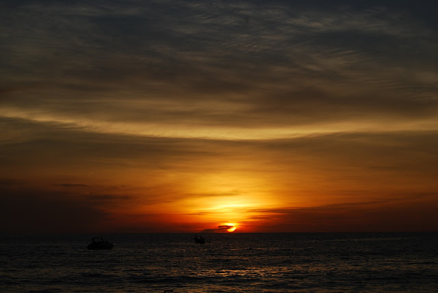Закат на пляже Сурин - Sunset at Surin Beach.