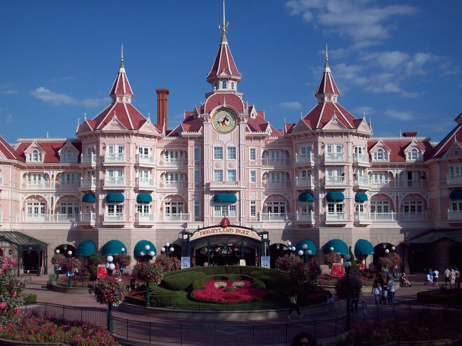 Travel to disneyland park at paris travel and tourism for Hotels disney