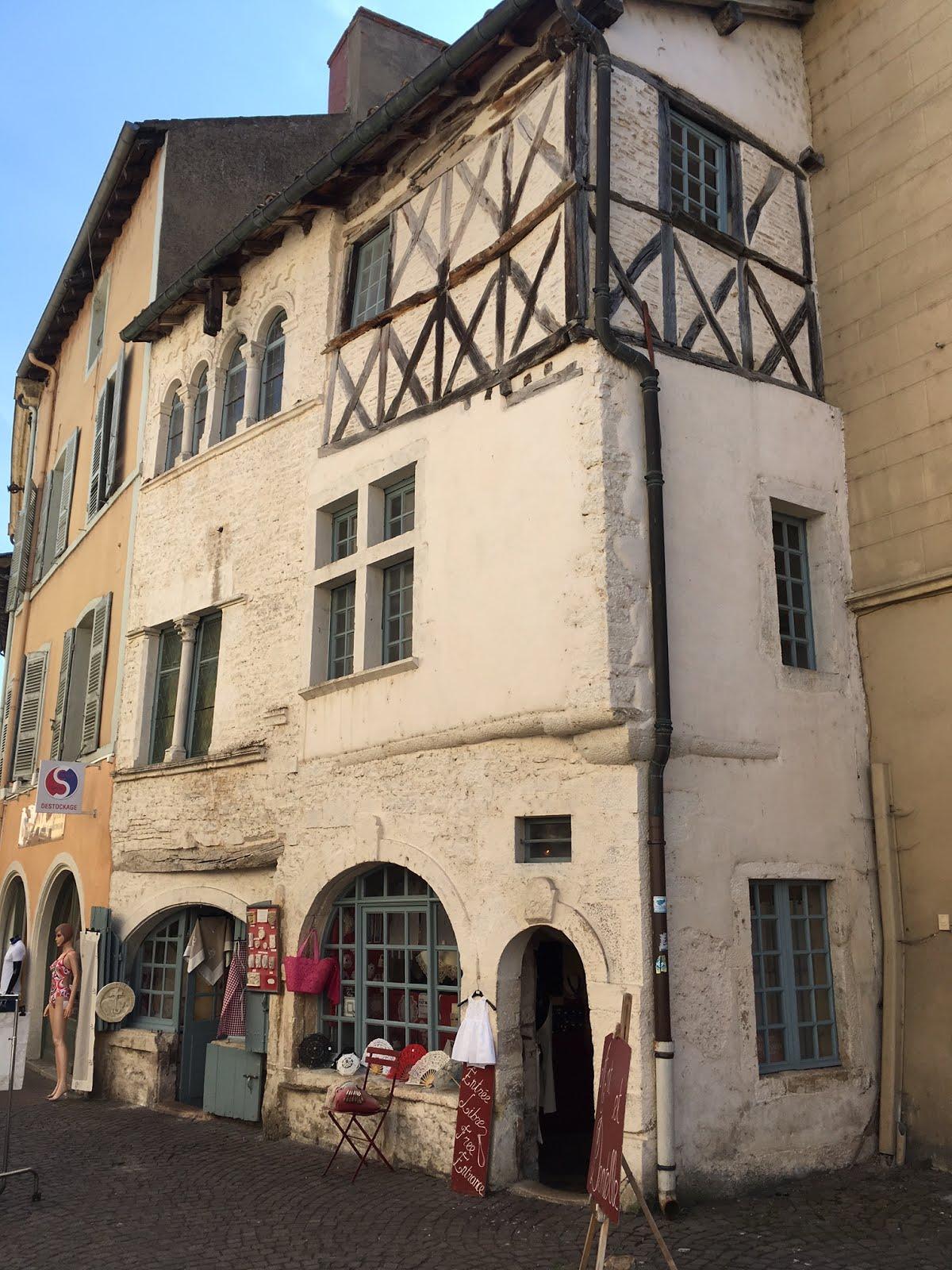 ^ HAUSFORSCHER unterwegs: Zwei Dörfer in Burgund und noch einmal Cluny