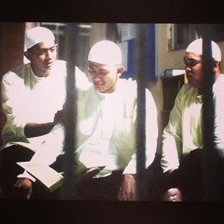 Kaka Azraff feat SleeQ Bukan Hal Aku Lirik