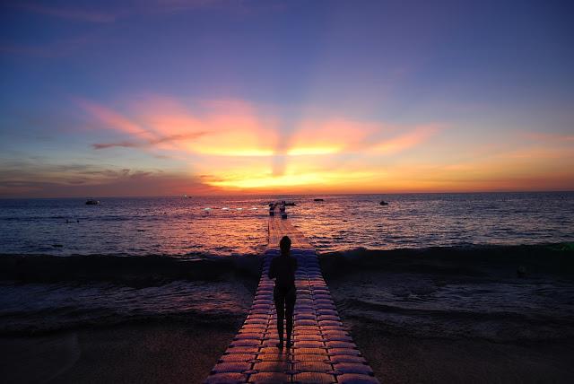 Закат на пляже Сурин - Sunset at Surin Beach.