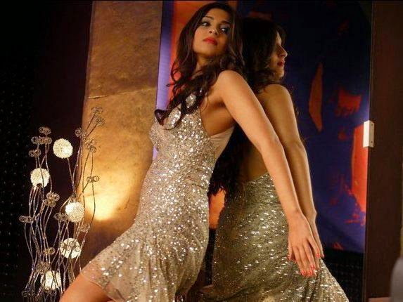 sonam kapoor hot pics in silver mini skirt in players movie unseen oops moments silver underwear exposed