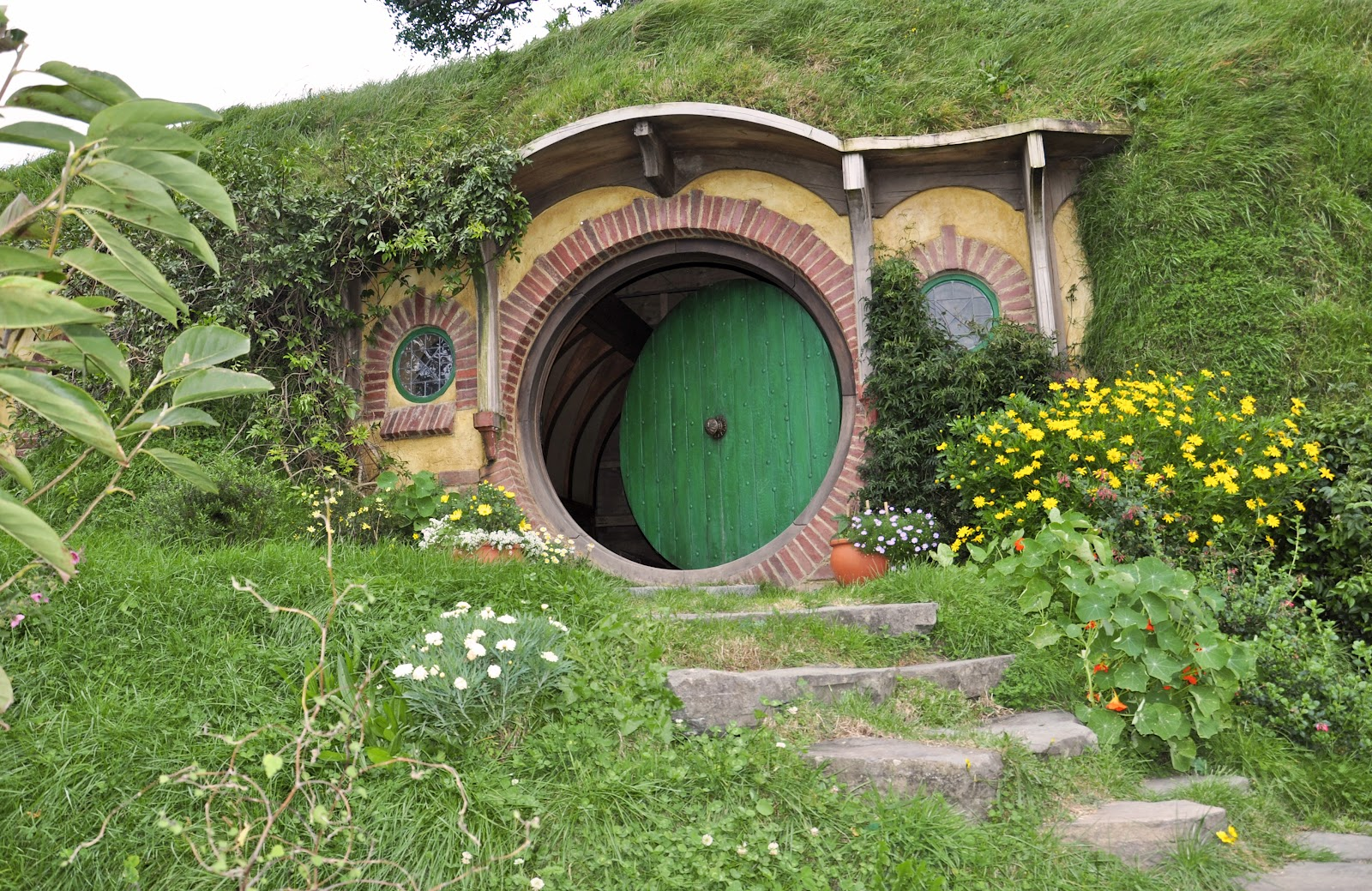 My traveler 39 s journal two weeks in new zealand for Hobbit house images