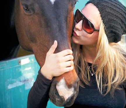 A Kaley le encantan los caballos