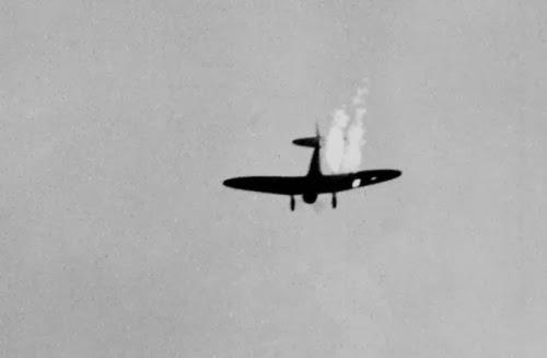 Pesawat pembom Jepang menukik