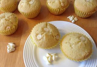 http://laurasbakingtalent.blogspot.com/2013/08/lemon-white-chocolate-muffins.html
