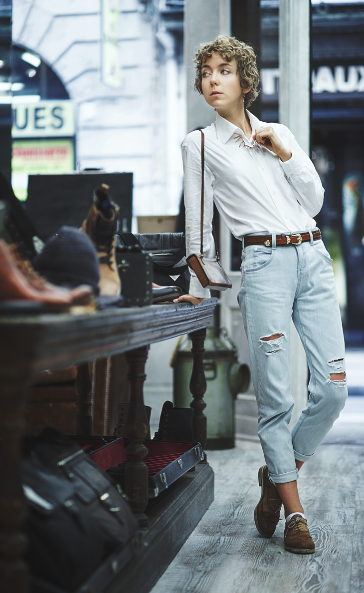 photography of the fashion blogger das sheep, outfit including theyskens theory 's boyfriend jeans, a white shirt, oxford shoes