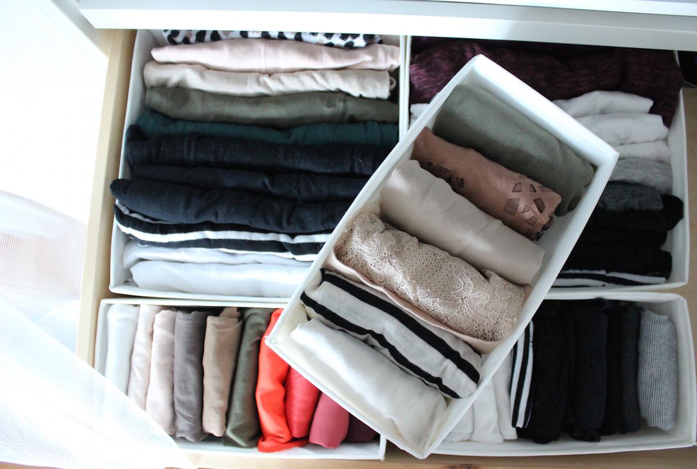 TheBlondeLion 6 organizing hacks wardrobe Kleiderschrank Inspiration Interior http://www.theblondelion.com/2015/08/interior-5-organizing-hacks-wardrobe.html