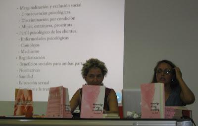 """Andanzas de 2 escritoras en verano. Con sus libros en la """"mochila 1″ Miren.E Palacios y Anne Smith"""