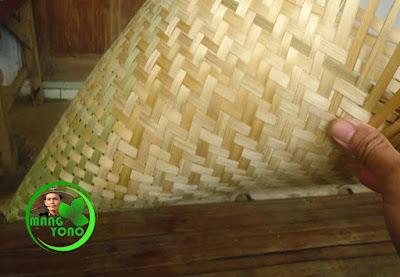 FOTO : Penganyaman aseupan dasar dengan anyaman sasag setinggi 10 - 15 Cm dilanjutkan dengan anyaman kepang / bilik