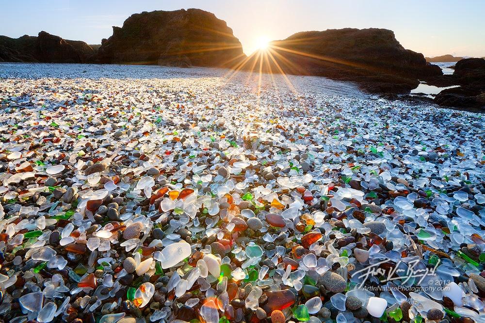 Praia de vidro no norte da Califórnia