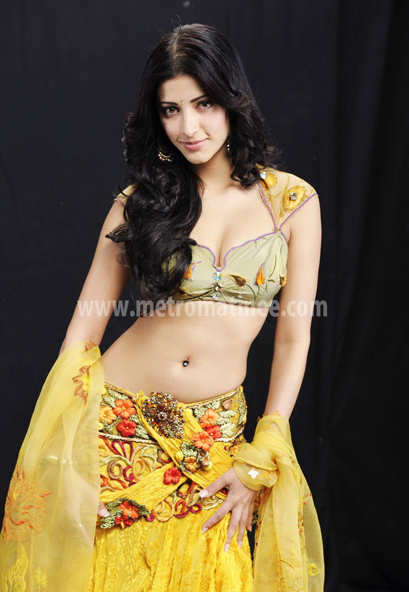 Shruti Hassan Hot Boob Show Photos Images & Pictures - Becuo