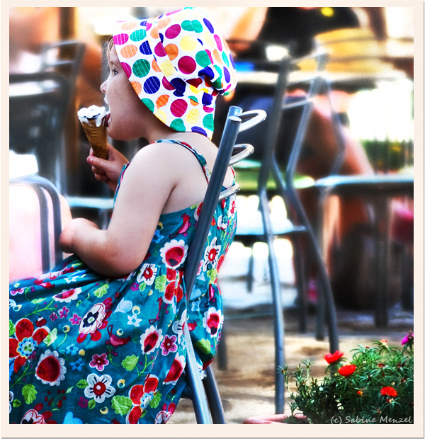 Psynopsis Streetstyle Italy Dotted Sunhat Floral Dress