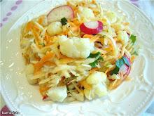 Салат из цветной капусты, сельдерея, редиса и моркови