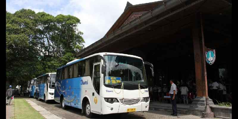 Bus DAMRI Bandara Adi Sumarmo Surakarta
