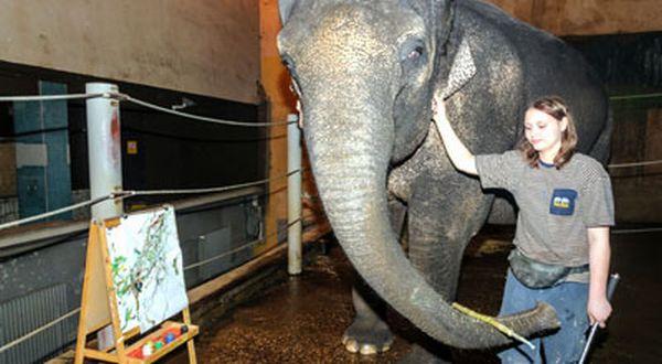 Lukisan Gajah Dijual Mahal