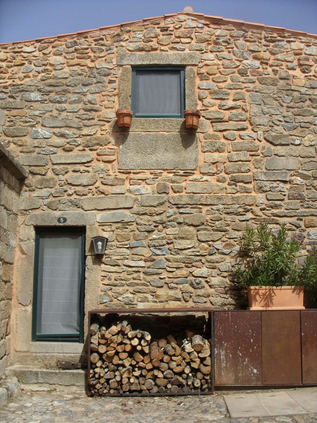 Arquitectura d 39 ouro casa recuperada em castelo rodrigo for Arquitectura casa