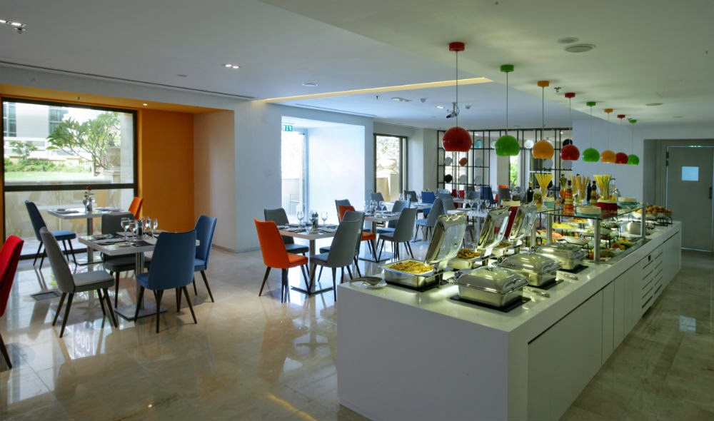An all-day restaurant, Flavors, serves buffets at breakfast, a la carte lunch and dinner