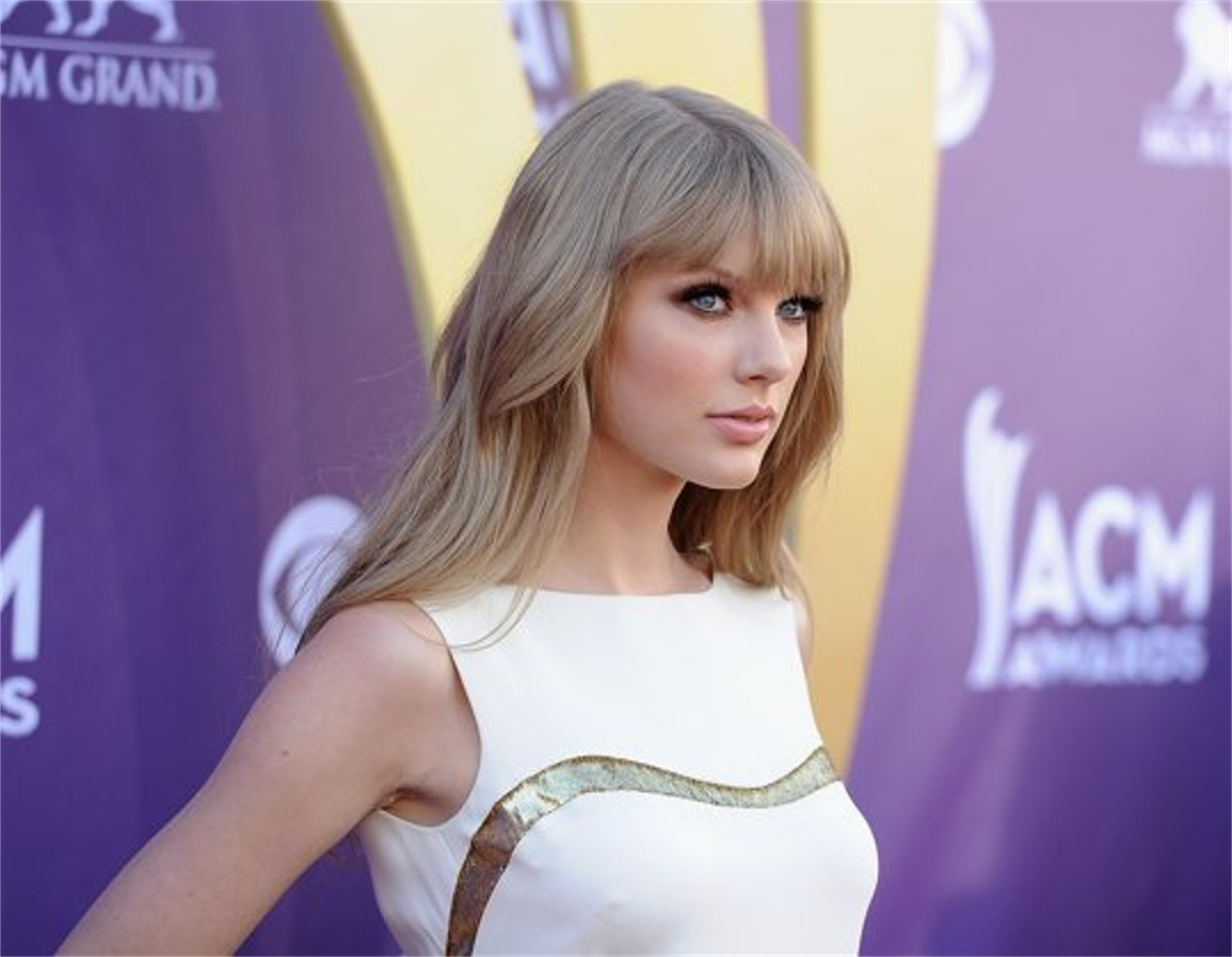 http://4.bp.blogspot.com/-NhnJSuKltbA/T8wmPW_S21I/AAAAAAAABR8/a9_lyx0tO5U/s1600/Taylor+Swift_ACM+Awards.jpg
