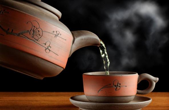 Trị nám da bằng uống nước trà xanh hàng ngày