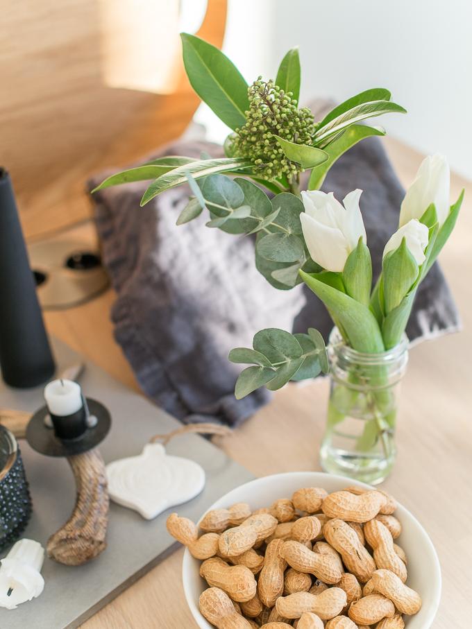 tulppaani skimmia eukalyptus kimppu, helppo ja rento joulukimppu
