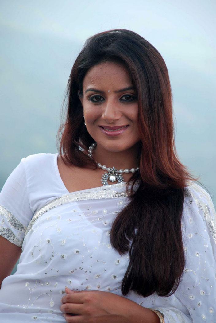 Fashion: Pooja Gandhi