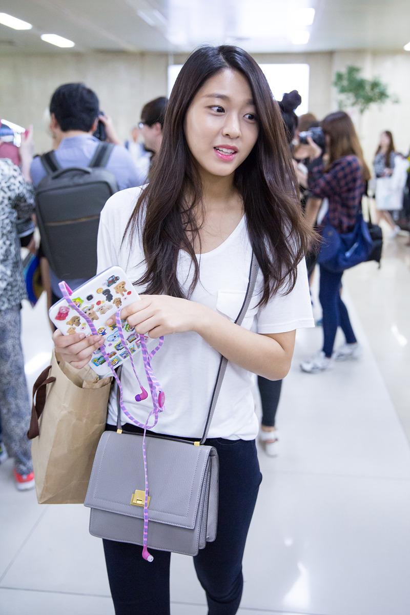 aoa seolhyun airport fashion official korean fashion