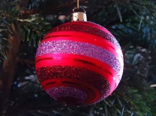 Navidad, Bolas Rojas de Cristal con Diseños