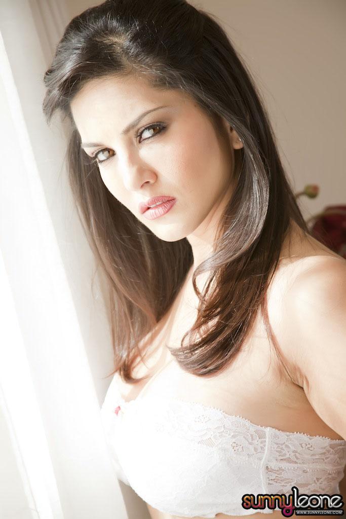 www.celebtiger.blogspot.com Sunny+Leone+ +White+BikIni+(18) Sunny Leone Indian Pornstar Posing Nude In White Lingerie HQ Photos